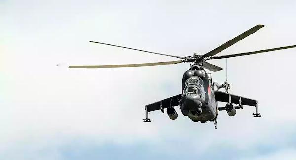 Πιο γρήγορα - πιο χαμηλά: Απίθανη χαμηλή πτήση από πολεμικό ελικόπτερο Mi-24 - Βίντεο