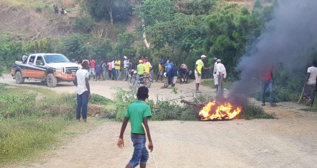 Turba de delincuentes haitianos secuestra por varias horas al doctor Pedro Ureña y otros profesionales en la frontera