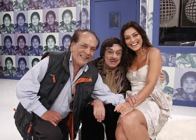 Da Julia (Lúcio Mauro), Alberto Roberto (Chico Anysio) e a atriz Juliana Paes em quadro do 'Zorra Total' em dezembro de 2009 — Foto: Isac Luz/TV Globo