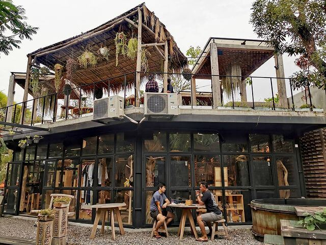 Area Outdoor Nest Coffee and Donuts - foto instagram luckytoms