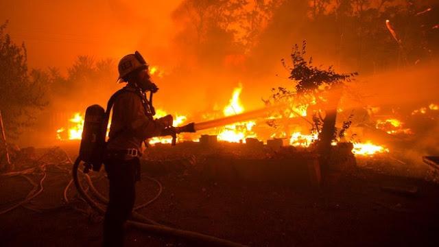 Pemadaman Karhutla saat Gelombang Panas di California