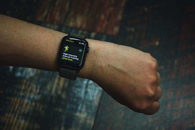 كيفية بدء وإيقاف وإيقاف التدريبات على  ساعة أبل واتش Apple Watch