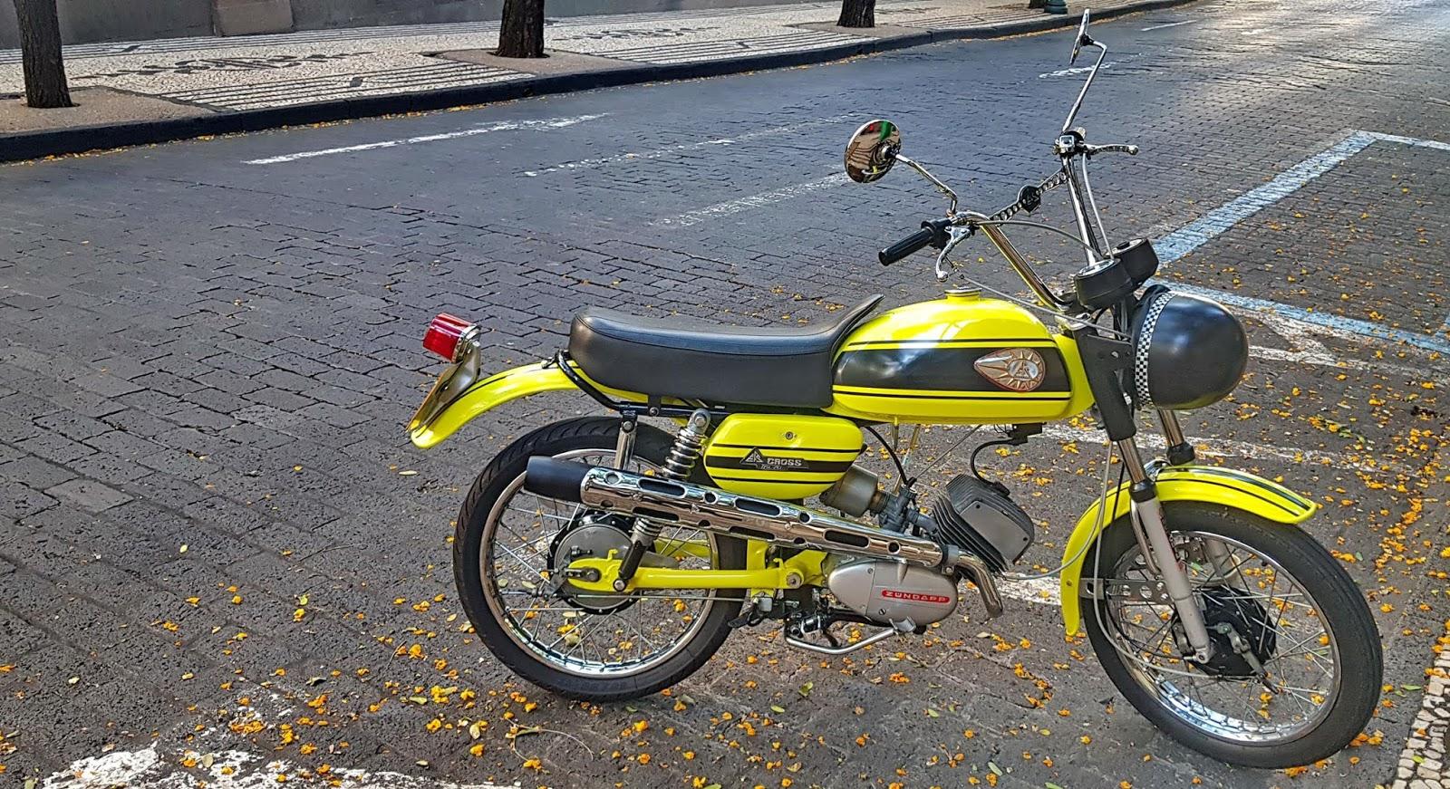 uma mota clássica