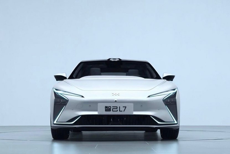 Zhiji L7 - World's first 11kV 'Wireless Charging' sports car ('Tesla killer') unveiled