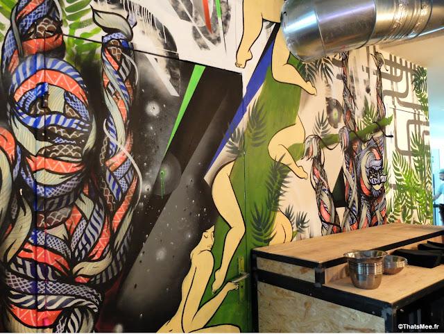 deco graffiti, Brunch en Terrasse industrielle à Paris Les Petites Gouttes esplanade Nathalie Sarraute 18eme eco quartier Pujol