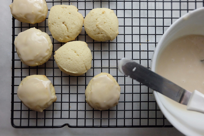 icing the baked vanilla buttermilk cookies