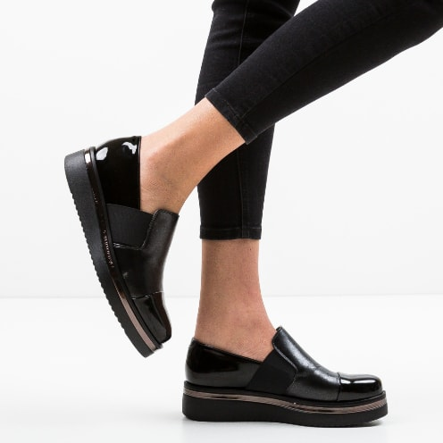 Pantofi casual negri din piele lacuita