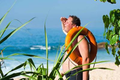 علاج حروق الشمس : 5 علاجات منزلية سهلة وبسيطة .