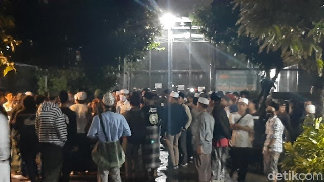 Ratusan Pendukung Habib Bahar Datangi Lapas Gunungsindur