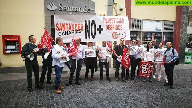 Trabajadores del Banco Santander se han manifestado en Santa Cruz de La Palma