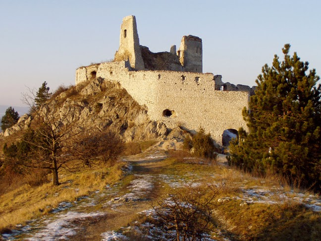 περιορισμό στο τεραστίων διαστάσεων κάστρο της