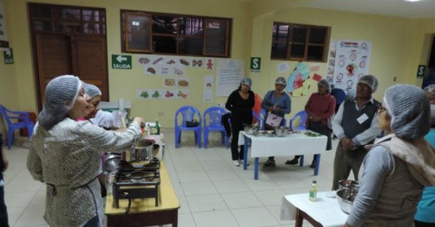 Docentes y padres de familia aprenden a preparar recetas ricas en hierro con alimentos que entrega Midis - Qali warma - www.qaliwarma.gob.pe