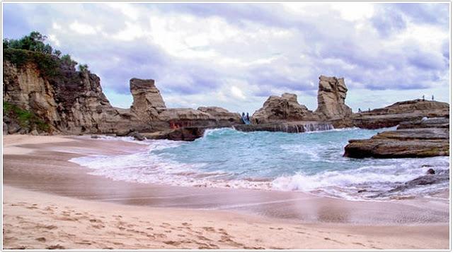 Top Destinasi Wisata Pacitan;Pantai Klayar;
