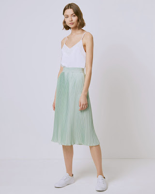 Midi Skirt pleated skirt di padukan dengan tanktop