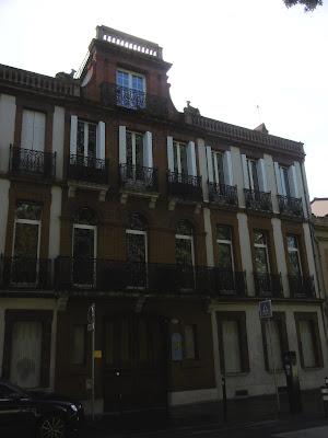 En haut à droite,toit de Toulouse, malooka