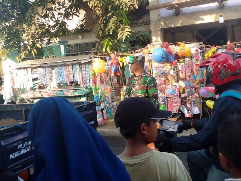Babinsa Koramil 13/Wonorejo Amankan Karnaval Selamatan Desa Wonorejo