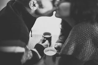couple-kissing-image