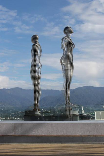 bức tượng tình nhân