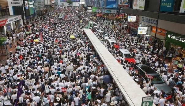 Puluhan Ribu Masyarakat Hong Kong Pawai Besar-Besaran untuk Protes terhadap RUU Ekstradisi Kontroversial