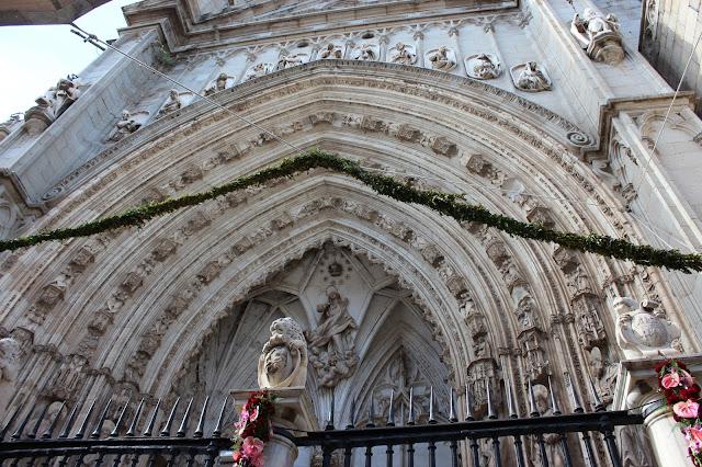 Detalles de los arcos de la puerta de los Leones