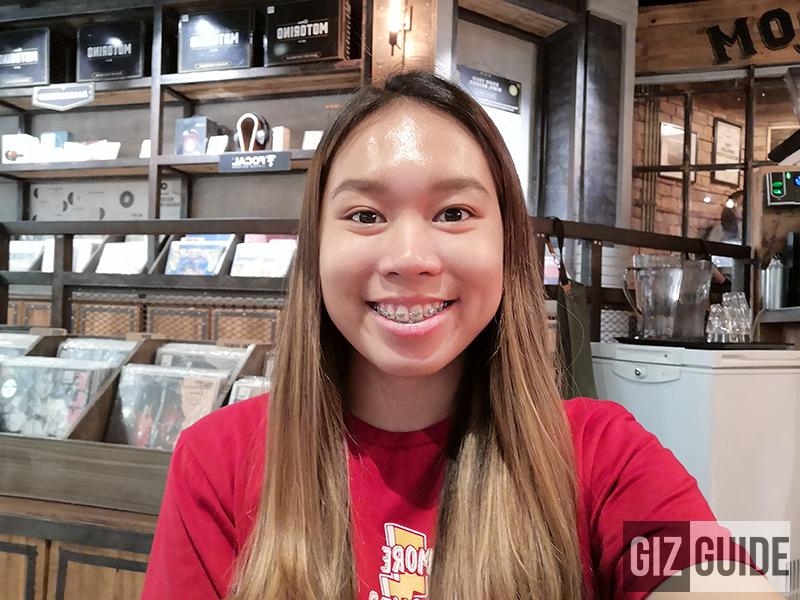 Honor 10 indoor selfie