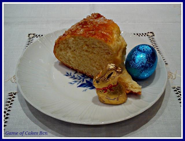 Corte de la Mona de Pascua tradicional