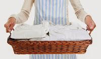 Θα πάθετε πλάκα μόλις ΔΕΙΤΕ πως φεύγει η κιτρινίλα από τα λευκά ρούχα!