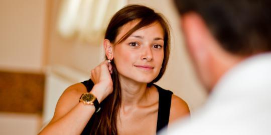 Kepribadian Perempuan di Balik Bahasa Tubuh
