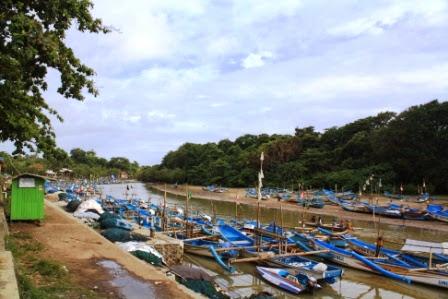 Dermaga nelayan Pantai Santolo.