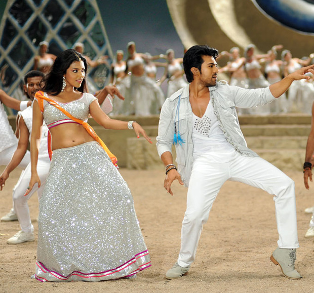 Amala paul sexy image dancing with Ramcharan