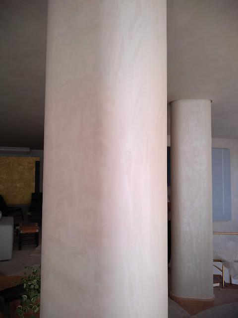 textura em pilares redondos