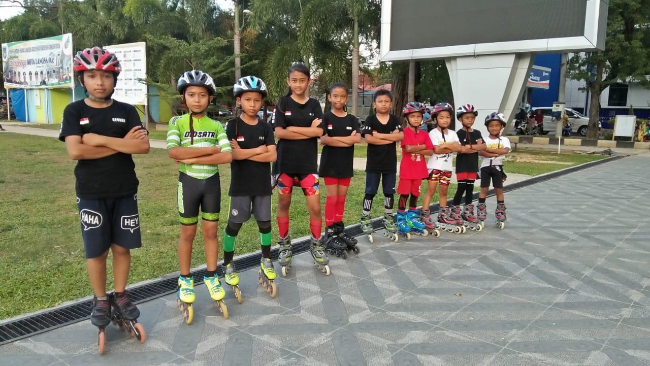 samudranews.com-Langsa- pelatih sepatu roda SAGA Langsa Club yudha  tubazzone meningkat kan intensitas kepelatihan nya kepada para atlit sepatu  roda untuk ... 40c8892f65