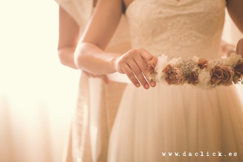traje novia cintura flores