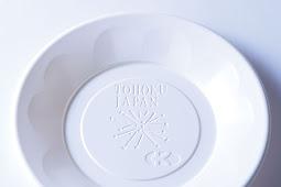 トウモロコシのでんぷんが主原料の新素材の皿