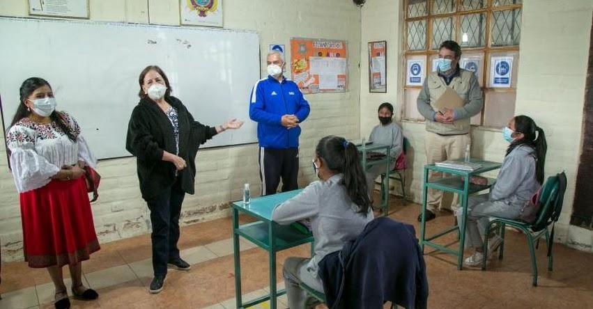 Para abril todos los docentes de Ecuador estarán vacunados, informó la Ministra de Educación