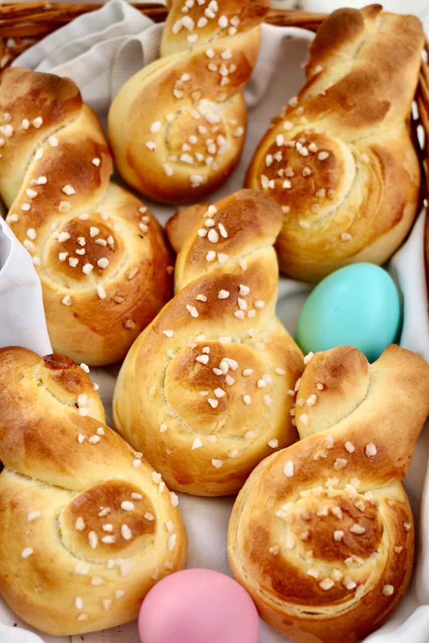 Süße Osterhasen aus Hefeteig
