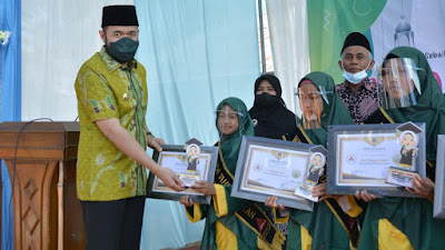 Sebanyak 37 Siswa SDIT Ma'arif Padang Panjang Ikuti Wisuda Tahfidz Qur'an