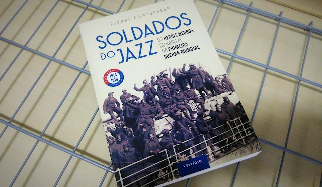 [RESENHA #600] SOLDADOS DO JAZZ - THOMAS SAINTOURENS
