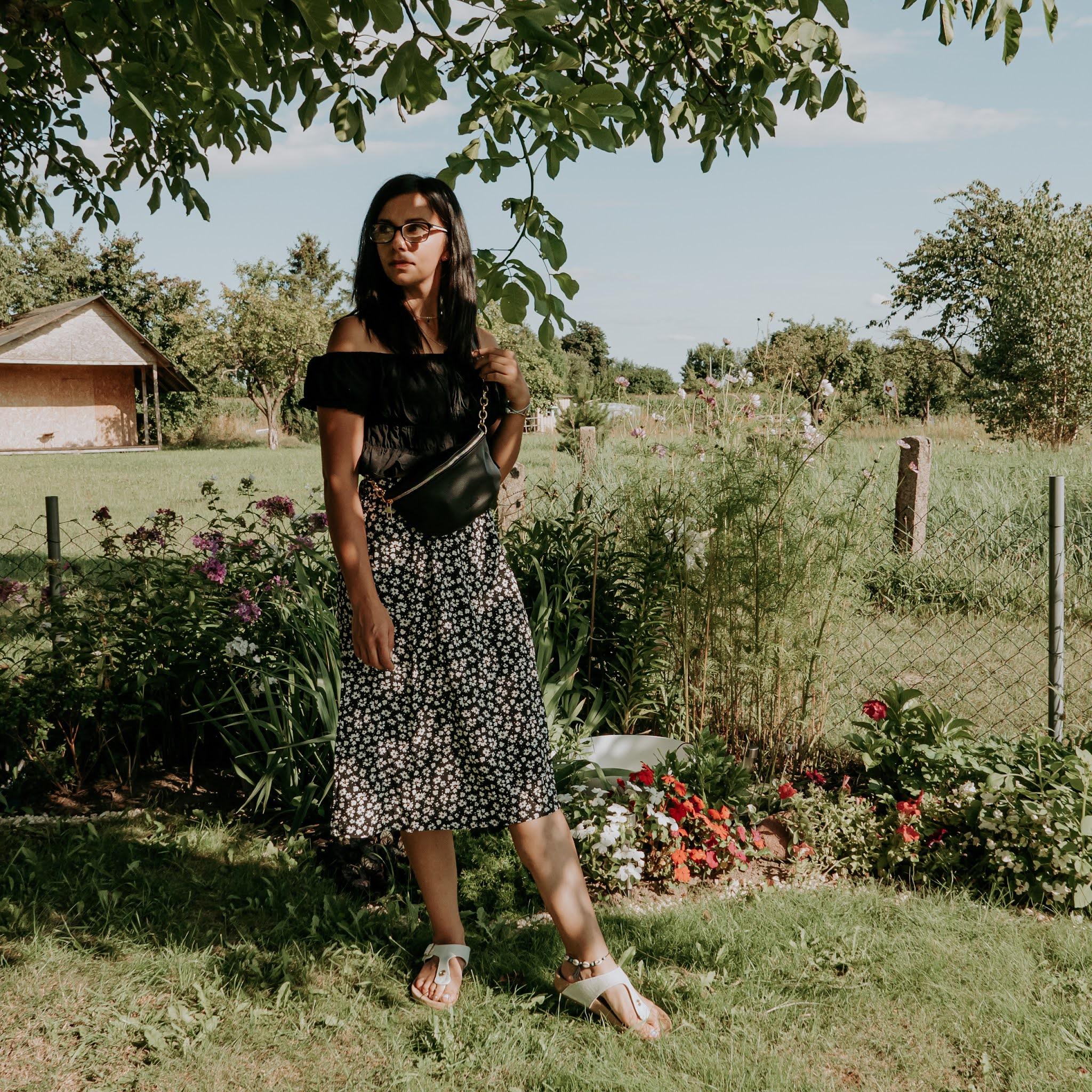 crop top i spódnica z wysokim stanem