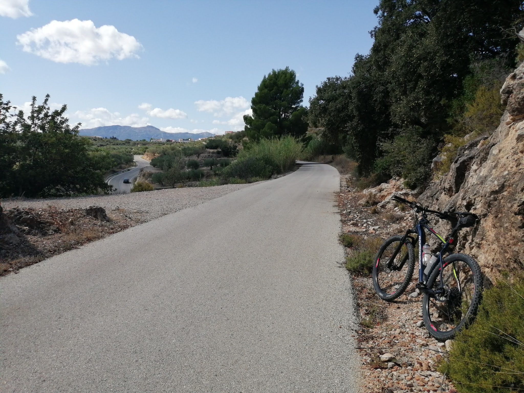 The approach to Beniarrés from Lorcha on the Serpis Greenway