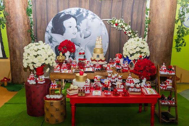 Festa de aniversário com tema Branca de Neve
