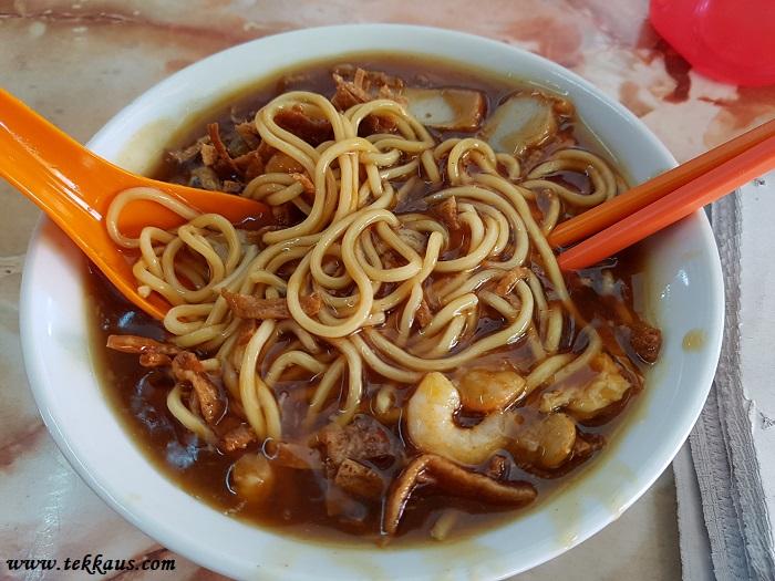 Famous Curry Mee Noodles at Kuala Sepetang (十八丁咖哩面) Loh Mee