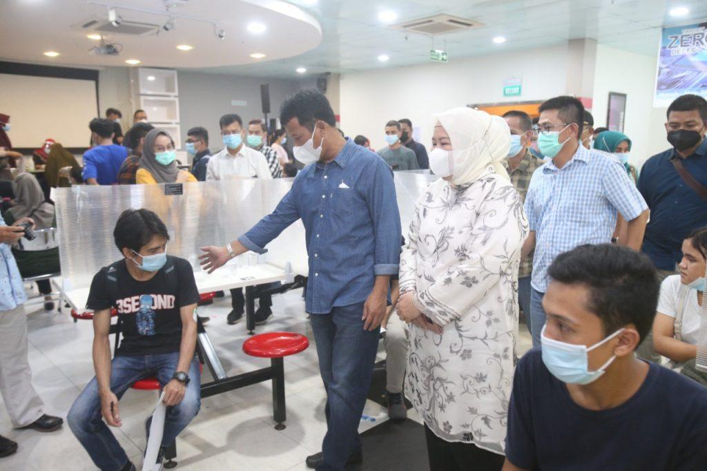 Tinjau vaksinasi di Temenggung Abdul Jamal, Rudi Apresiasi Masyarakat Yang Semakin Tertib
