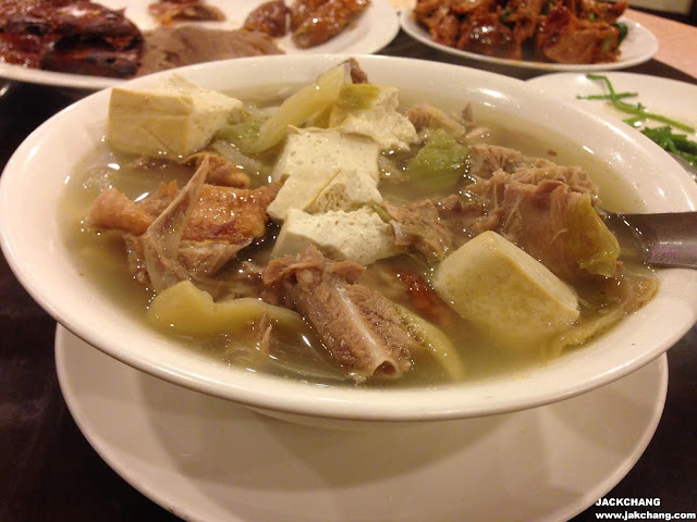 Pickled vegetable duck bone soup