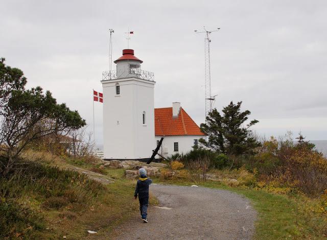 Wandern auf Bornholm: Rund um Hammerknuden. Der Leuchtturm Hammer Odde Fyr kann nur von außen besichtigt werden.