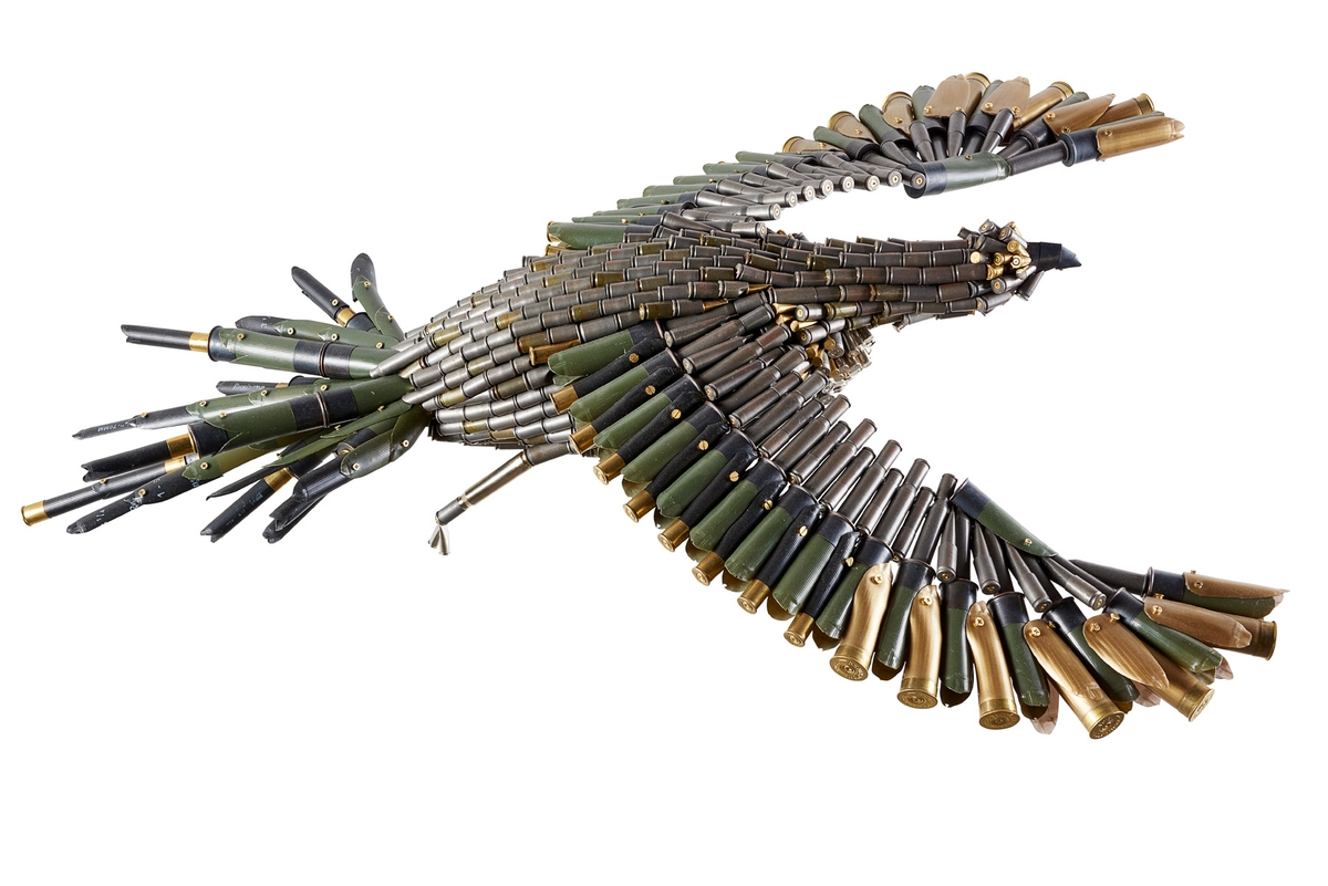 08-Eagle-Federico-Uribe-Killing-it-with-Bullet-Animal-Sculptures-www-designstack-co