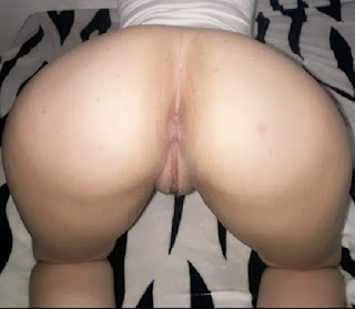 Rubia desnuda culo redondo vagina rosada