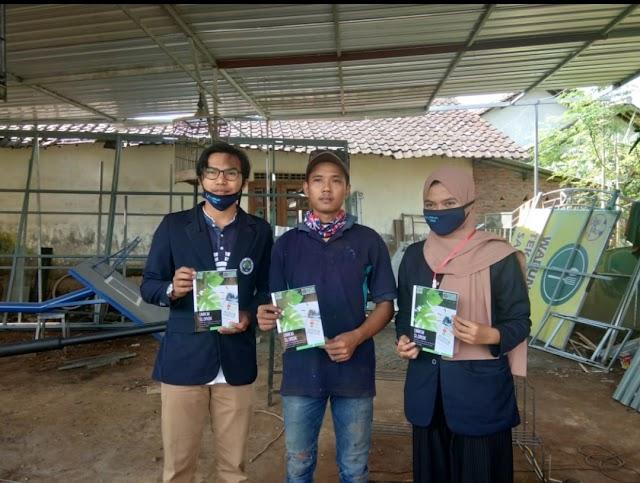 Kembangan UMKM,  Mahasiswa KKN UM Desa Slorok Buat Buku Panduan Jual Beli Online