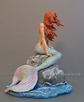 statuette sirene personaggi fantasy fumetto cosplayer modellini libri romanzi orme magiche