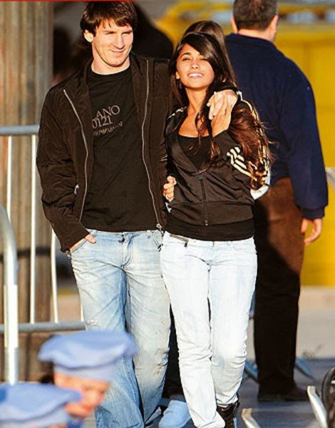 Football Super Star Player: Lionel Messi With Girlfriend Pictures 2013